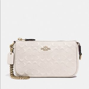 Large Wristlet 19 In Signature Leather Chalk Gold